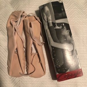 Capezio Point Ballet Shoes.  Size 9M.  NWOT.